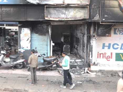 fire in canara bank atm at humirpur, photos.