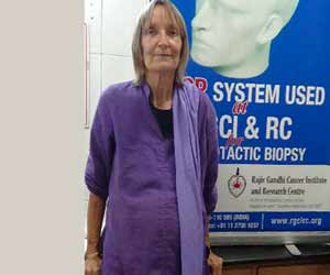 Delhi doctors operates 15 kg tumer of american woman