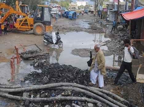 dehradun road in bad condition.