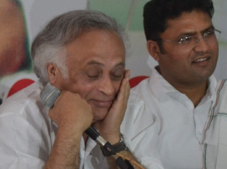 jairam ramesh irritated on rahul gandhi issue, live pics