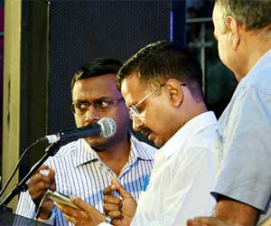 kejriwal attacks on opposition