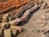 रिजार्ट की दीवार झुग्गियों पर गिरी, पिता-पुत्री की मौत