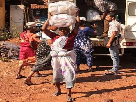 goa women porters