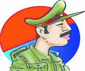 Inspector suspended to beat SP leader