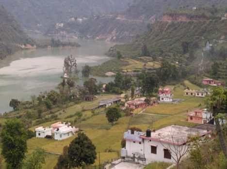 village in danger by shrinagar hydro project.