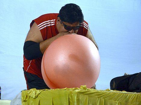 world strongest man manoj's amazing performance