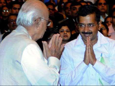 pranab invites kejriwal to take more smosas