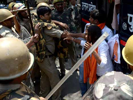 UP police brutally beaten abvp workers