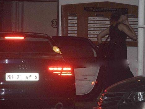 Deepika Padukone spoted at Ranveer Singh's residence