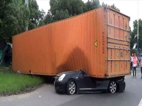 lorry flats a car