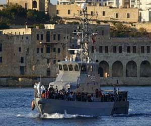 650 लोगों से भरी नाव डूबी, सैकड़ों के मौत की आशंका