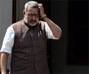 मोदी की डांट से फूट-फूटकर रोए बड़बोले मंत्री गिरिराज