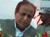 who wants azam khan go pakistan