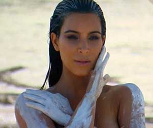 Kim Kardashian nude photo shoot for in the desert on Keeping Up With The Kardashians