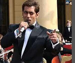 Salman Khan Rehearsing In Dubai For Award Show