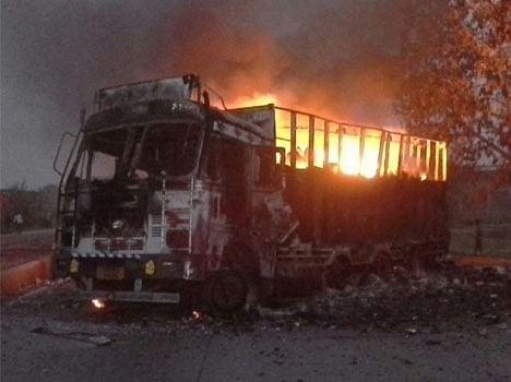 Bihar-jharkhand band: naxlaite blew the trucks