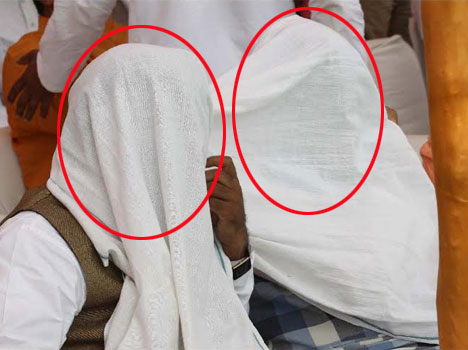 covered face people in modi mathura rally