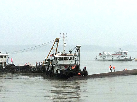 boat carrying 450 pasengers sank in china
