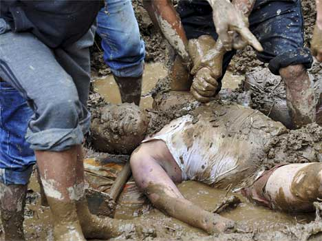 22 killed in massive landslides in Darjeeling, many missing