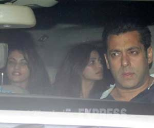 Salman Khan screens Bajrangi Bhaijaan for leading ladies Sneha, Daisy