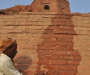 Crack in the wall of world famous Chaukhandi Stupa.