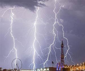 Spectacular display overnight lightning puts pause heatwave