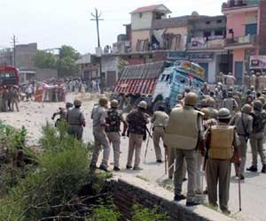 Clash after 2 Student dead in accident from Muzaffarnagar.