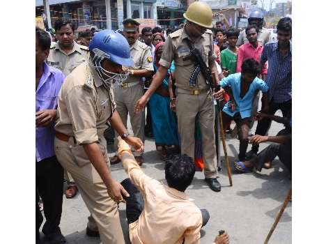 ruckus after farmers murder in Lucknow.