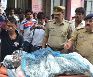 एक लाख न देने पर पत्रकार की मां को जिंदा जलाया, हड़कंप