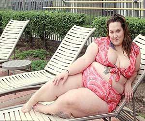 plus size women showcases there body