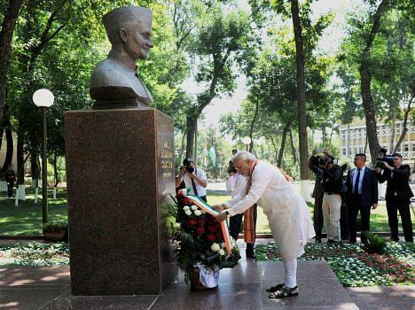 pm Modi pays tribute to the former Prime Minister Lal Bahadur Shastri in Tashkent