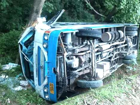 bus accident at una, 18 injured, live photos