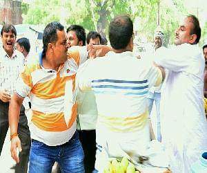 BJP workers beaten Congress district president in Tundala.