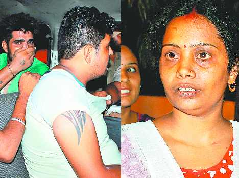 brave lady on road fought with snatchers in filmy style