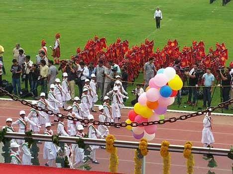 kejriwal hoist flag at chhatrasal stadium delhi