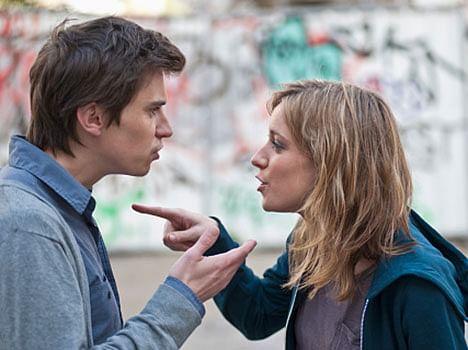 habits of men that irritate women a lot