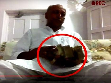 घूस लेने वाले मंत्री को नीतीश कुमार ने किया बर्खास्त