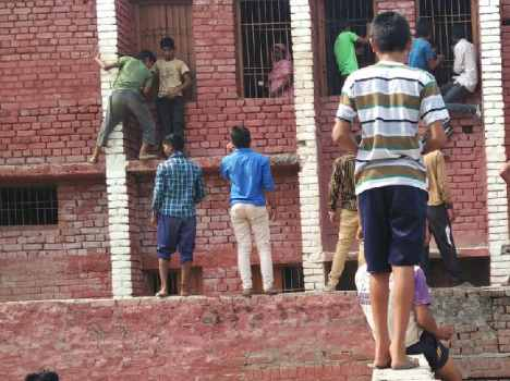 cheating in board exam of haryana, see pictures