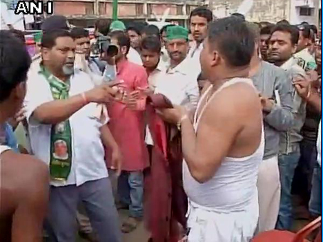 RJD worker removes his shirt before party chief Lalu Yadav to mark protest over ticket distributio