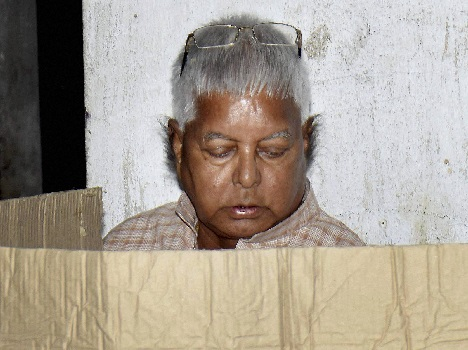 Lalu went to vote with the whole family