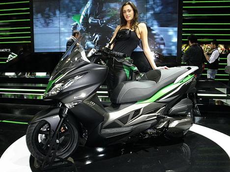 Kawasaki J125 Scooter Makes World Debut at 2015 EICMA