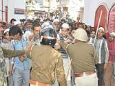struggle among police and local resident of sambhal