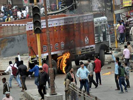 haryana jat reservation live update, curfew apply at rohtak and bhiwani, army called, three dead