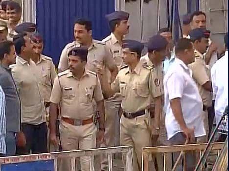 Protest Against Sanjay Dutt Leaves Yervada Jail. - हाथ ...