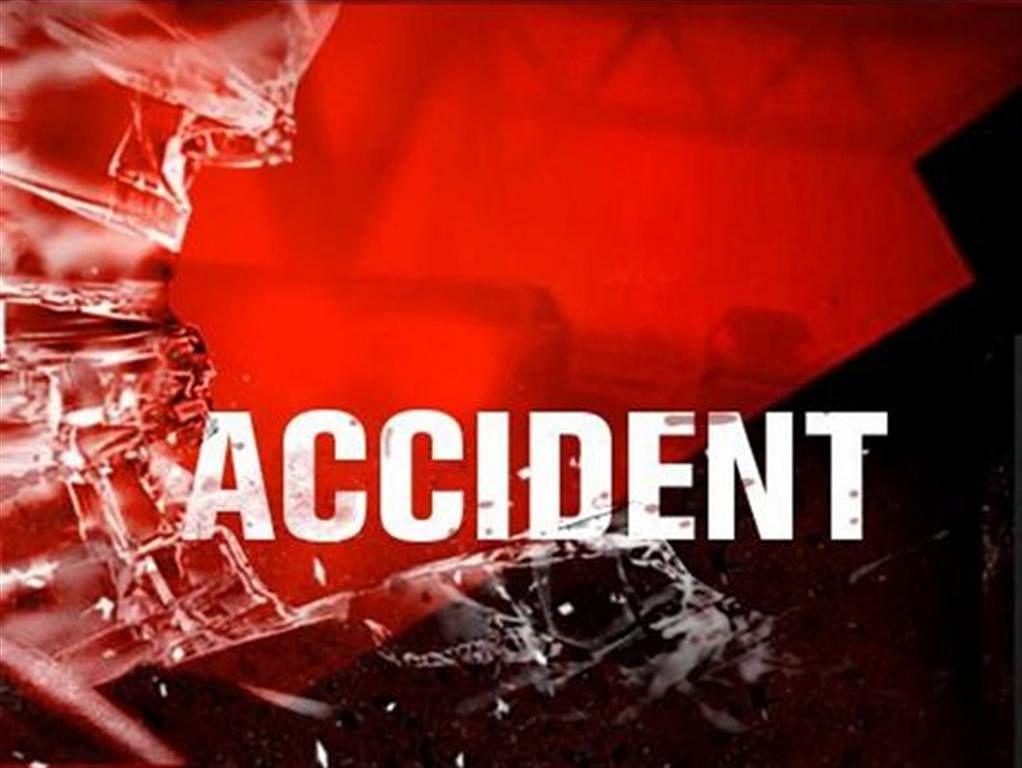 प्रयागराज के फूलपुर इलाके में ट्रक और डीसीएम की जोरदार हुई भिड़ंत में ट्रक चालक की मौके पर ही मौत हो गई।