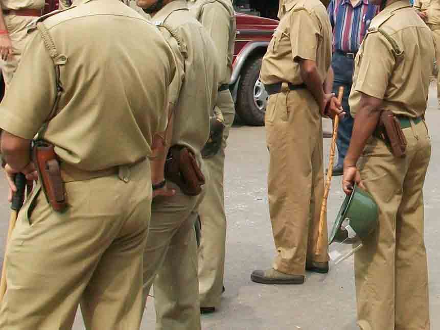 Kidnapping Accused Absconded during maharashtra police Custody from haridwar Hotel
