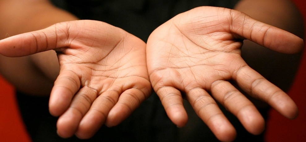 palmistry crosss sign in hand