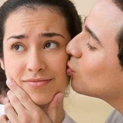 किस करते वक्त ना करें ये गलतियां, लड़कियां समझ जाती हैं आपका मिजाज