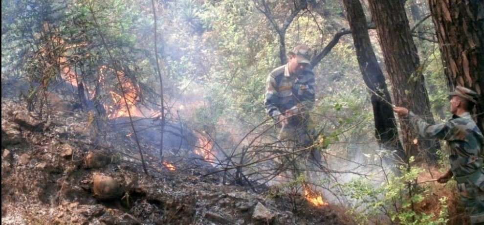 indian army deployed for controlling fire in uttarakhand