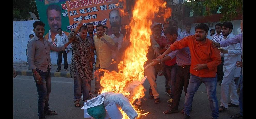 BJP leaders protest against Azam Khan.